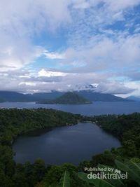 Danau Ngade, laguna cantik dengan latar Pulau Tidore