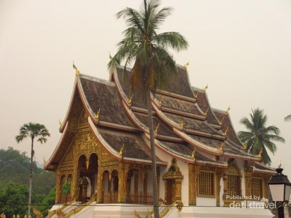 Royal Palace Museum, dulunya merupakan istana kerajaan yang dibangun tahun 1904 untuk Raja Sisavangvong