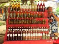 Whisky village, desa pembuatan whisky yang ditambahkan dengan hewan seperti serangga, kalanjengking bahkan ular sebagai penambah cita rasa