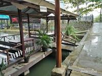 Saung-saung tempat makan para pengunjung