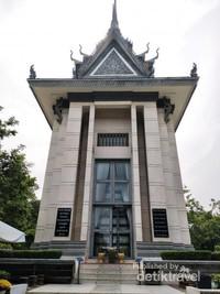 Bangunan berbentuk stupa Budha yang didirikan sebagai tugu penghormatan untuk para korban