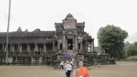 Mengunjungi Angkor Wat Right Side Temple