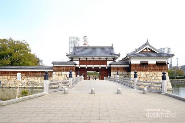 Pintu Gerbang menuju Kastil Hiroshima