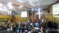 Suasana ngabuburit di Gereja Kristen Indonesia Diponegoro