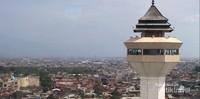 View Kota Bandung dari salah satu menara Masjid Raya Bandung.