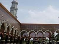 Halaman Belakang Masjid Kubah Mas Depok