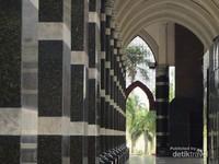 Lorong-lorong Masjid Kubah Mas Depok