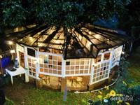 Kafe rumah kayu di Lereng Anteng
