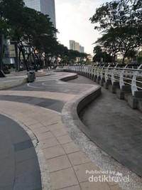 Tempat yang nyaman buat yang suka berolah raga jogging atau jalan sore