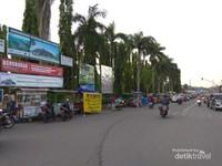 Pedagang takjil di Candi Borobudur
