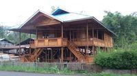 Pembuatan rumah kayu tradisional di Desa Woloan