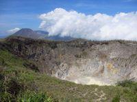 Kawah Gunung Mahawu, kawah gunung berapi dengan puncak nan hijau