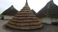Replika rumah yang diyakini sebagai tempat orang-orang yang mendirikan dan menggunakan Stonehenge dahulu kala