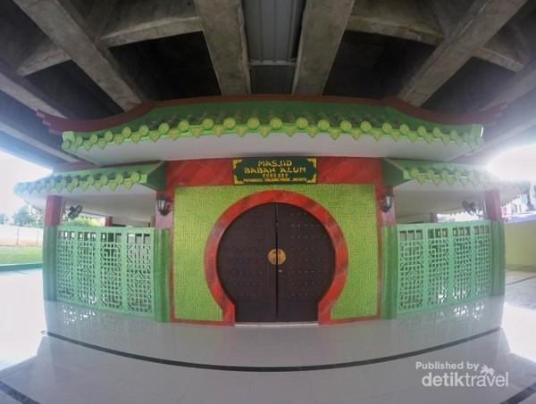 Masjid Babah Alun tampak dari depan
