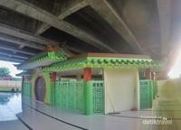 Bangunan masjid berbentuk persegi delapan