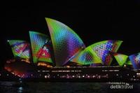 Sydney Opera House menjadi sangat indah karena disorot cahaya dalam pagelaran Vivid Sydney