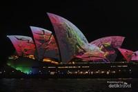 Tiap menit warna-warni Sydney Opera House berubah-ubah dan moment ini setahun hanya sekali