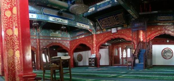 Tempat beribadah di Masjid Niujie dengan arsitektur China dan sentuhan Arab