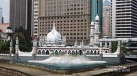 Masjid Jamek di siang hari, tetap menawan,cantik  dan memikat para wisatawan