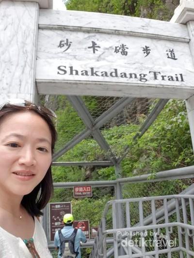 Menjelajahi Trek yang Diapit 2 Tebing dari Taiwan