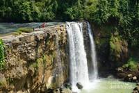 Inilah curug Awang yang indah , saat musim penghujan air terjun akan turun dari seluruh tebing sehingga bentuknya menyerupai air terjun niagara yang terkenal.