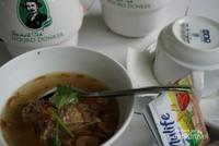 Selain teh , tempat ini juga menawarkan aneka menu makanan ringan maupun berat.
