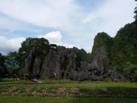 Perjalanan dari Makassar ke taman prasejarah ini sekitar 1 jam dengan jarak 30 km