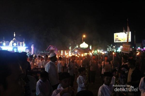 Mayarakat tumpah ruah memadati Kota Banda Aceh