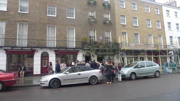 Sherlock museum yang mungil namun selalu ramai pengunjung