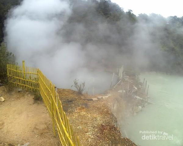 Uap air yang berasal dari air panas alami
