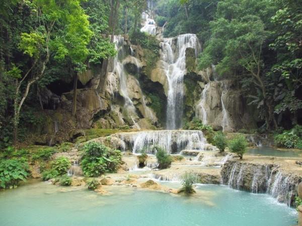 Kuang Si waterfall, air terjun bertingkat yang sangat cantik