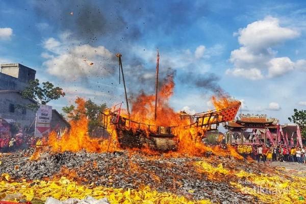 Ritual Bakar Tongkang (30/06/2018) di Bagansiapiapi.