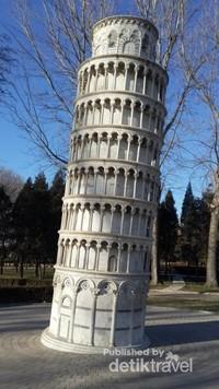 Menara Condong Pisa, Italy.