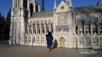 Notre Dame Cathedral, Paris. Unik dan menarik.