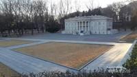 The White House, kediaman dan tempat kerja resminya Presiden USA yang berada di Washington.DC. Mirip kan.