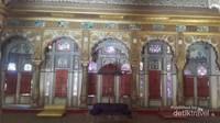 Salah satu istana di dalam kompleks Mehrangarh Fort, dindingnya terlapisi emas