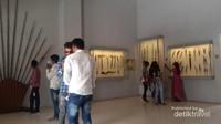 Galeri museum yang menampilkan senjata-senjata yang digunakan para prajuritnya. Merupakan museum dengan koleksi terlengkap di Rajashtan