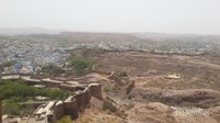 Kota Jodhpur yang bernuansa biru terlihat di bawah benteng Mehrangarh. Cantik.