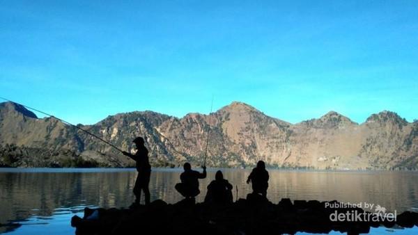 Santai memancing di Gunung Rinjani