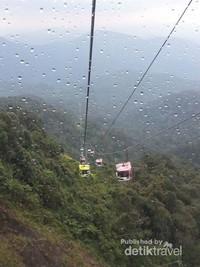 Serunya naik cable car menuju Genting Highlands