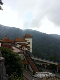 Tinggi dan Sejuk, Itu dia salah satu temple cantik yang ada di Genting
