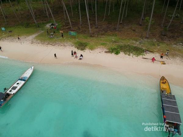 Pasir panjang dengan pasir yang lembut