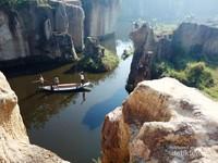 Romantisme di Tebing Koja