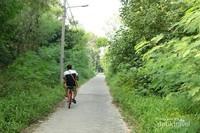 Naik sepeda menuju Pantai Bintang