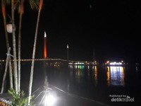 Jembatan Gentala Arasy penuh warna