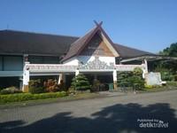Bangunan museum Sri Baduga