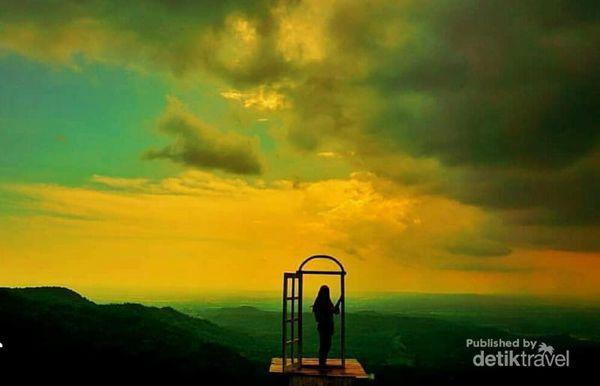 Indahn   ya Dlingo, Bantul dari atas Pintu langit Dahromo yang jadi incaran para traveller