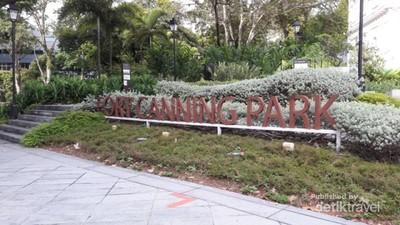 Sejuknya Taman Kota di Singapura, Ada Eskalatornya Juga
