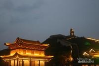 Tembok Raksasa Yanmenguan di Kala Malam