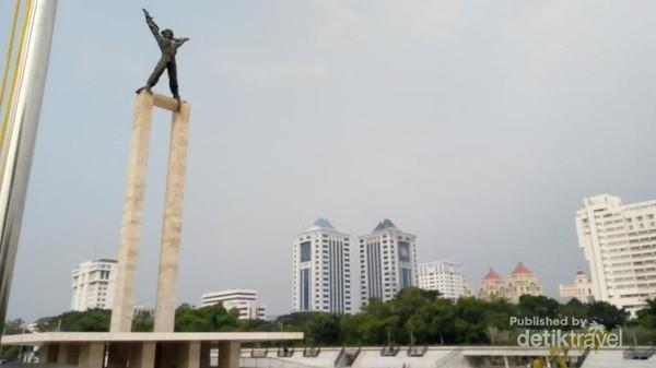 Gedung- gedung yang terlihat dari sekitar monumen
